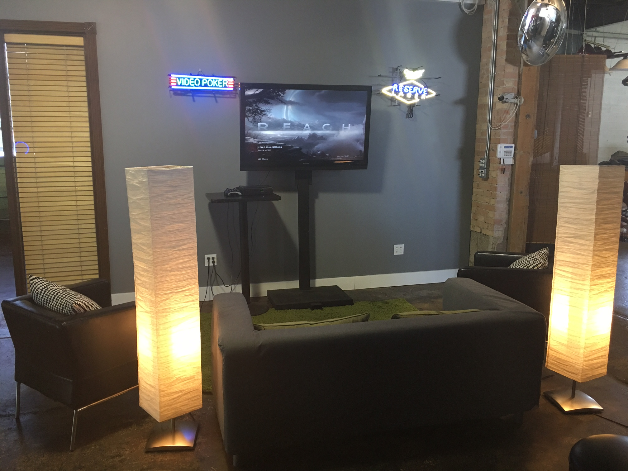 Deluxe Gaming Lounge